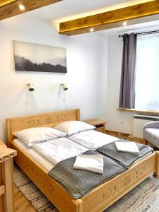 A bed or beds in a room at APARTAMENTY KRUPÓWKI 35 (Maria Mąka)