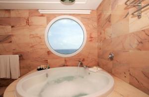A bathroom at Insotel Hotel Formentera Playa