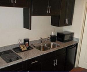A kitchen or kitchenette at Quality Inn & Suites Victoria East