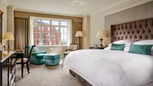 A bed or beds in a room at InterContinental Dublin, an IHG Hotel