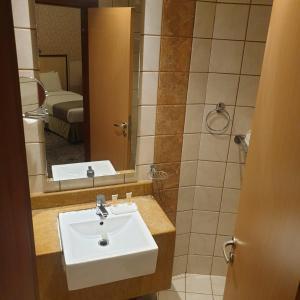 حمام في فندق الماسة مكة