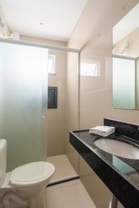 A bathroom at Mega Aeroporto Fortaleza Hotel