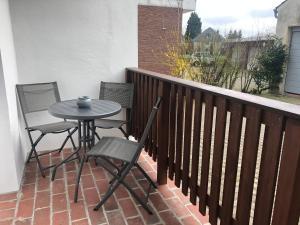 Ein Balkon oder eine Terrasse in der Unterkunft Schlafen wie Zuhause Avianaart Monteur und Ferienwohnung