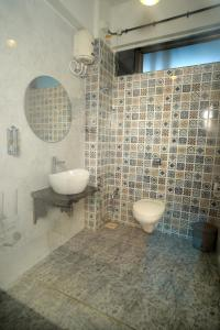 A bathroom at The Blue Sky
