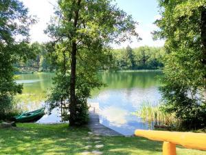 Vaizdas į ežerą šalia of the country house