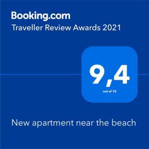 Certificado, premio, señal o documento que está expuesto en New apartment near the beach