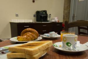 Breakfast options available to guests at Hotel Náutico