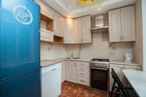 A kitchen or kitchenette at Business Brusnika Apartments VDNKH