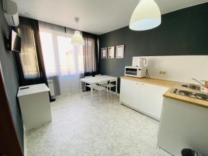 Кухня или мини-кухня в Апарт-Отель SP Apart Lenina