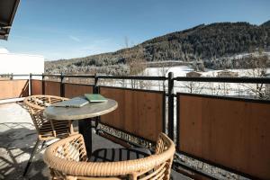 Ein Balkon oder eine Terrasse in der Unterkunft Funsport-, Bike- & Skihotelanlage Tauernhof