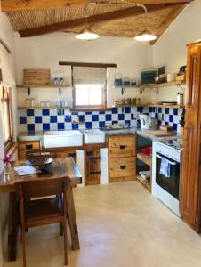 A kitchen or kitchenette at The Blacksmiths Cottage
