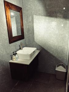 A bathroom at Mai Homestay Côn Đảo