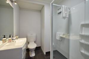 A bathroom at The White Morph - Heritage Collection