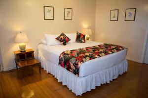 A bed or beds in a room at Waimea Plantation Cottages, a Coast Resort