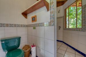 A bathroom at Selva Bananito Lodge