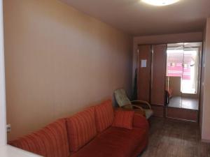 A seating area at Apartment on Strel'nikova