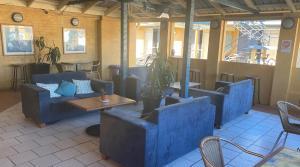 The lounge or bar area at Horse & Jockey Hotel Motel