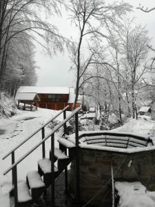 Cottage v Gorakh during the winter