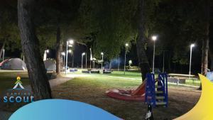 De kinderspeelruimte van SCOUT Camping, Struga