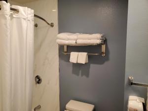 A bathroom at Ocean Surf Inn & Suites