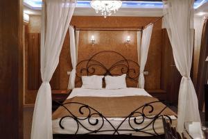 Кровать или кровати в номере Скайвью Сити