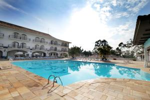 A piscina localizada em San Raphael Country Hotel ou nos arredores