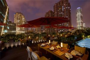 A restaurant or other place to eat at Kempinski The One Suites Hotel Shanghai Downtown