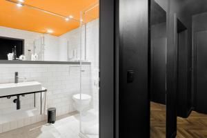 A bathroom at art Hotel Tucholsky