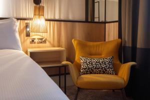 A seating area at DoubleTree by Hilton London Elstree