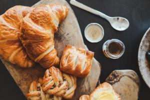 Breakfast options available to guests at The Cliff House Hotel