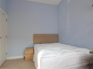 A bed or beds in a room at Townhouse @ Seaford Street Stoke
