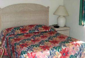 A bed or beds in a room at Leisure Inn