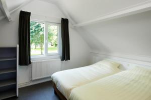Ein Bett oder Betten in einem Zimmer der Unterkunft Walibi Village