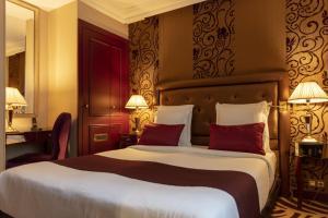 Кровать или кровати в номере Hotel Du Beaumont