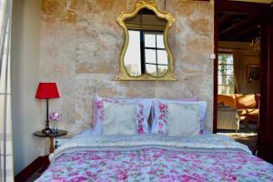 Een bed of bedden in een kamer bij Landgoed Hoeve Honeswei