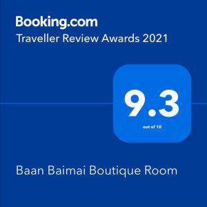 Certificado, premio, señal o documento que está expuesto en Baan Baimai Boutique Room