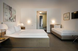 A bed or beds in a room at Garden Bilk Hafen