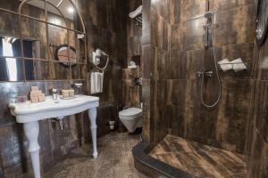 Ванная комната в HATTI LOFT HOTEL