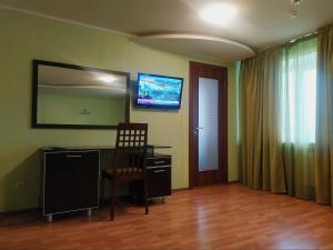 Телевизор и/или развлекательный центр в Отель Саратов