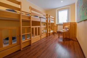 Ein Etagenbett oder Etagenbetten in einem Zimmer der Unterkunft Familotel Mein Krug