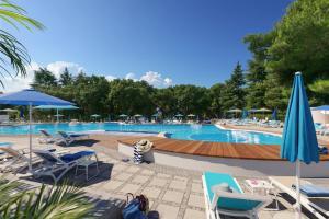 Der Swimmingpool an oder in der Nähe von Rubin Sunny Hotel by Valamar