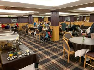 A restaurant or other place to eat at Cross Keys Hotel, Kelso