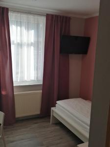Ein Bett oder Betten in einem Zimmer der Unterkunft Hotel Altes Badehaus