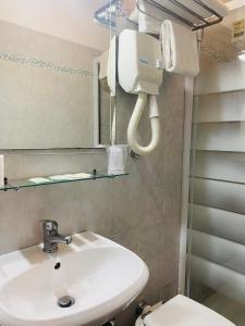 A bathroom at Hotel Ferrari
