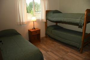 Una cama o camas cuchetas en una habitación  de Cabañas Viento Andino