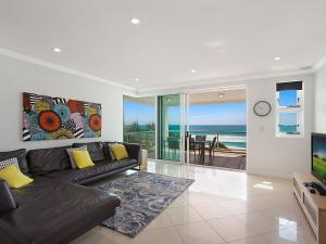 A seating area at Solaya Unit 6 - Absolute beachfront apartment in Tugun, Gold Coast