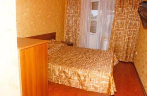 A bed or beds in a room at Fregat Guesthouse