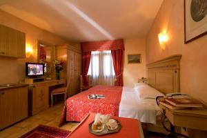 Uma cama ou camas num quarto em Antica Casa Coppo