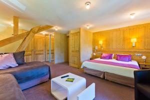 A bed or beds in a room at Aiguille du Midi