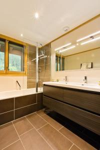 A bathroom at Aiguille du Midi